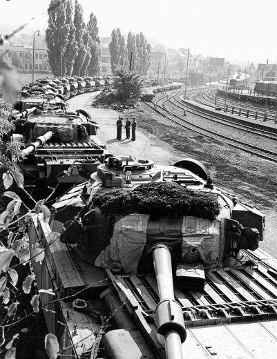 f0e7715c987cea3b00ba79a8b95d9205--centurion-tank-military-equipment