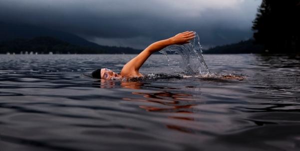 Man-lake-swimming-1024x516