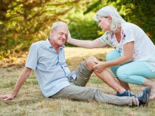 Elderly_person_falling_injury_Robert_Kneschke_Fotolia-600x450